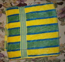 Красивое велюровое банное полотенце