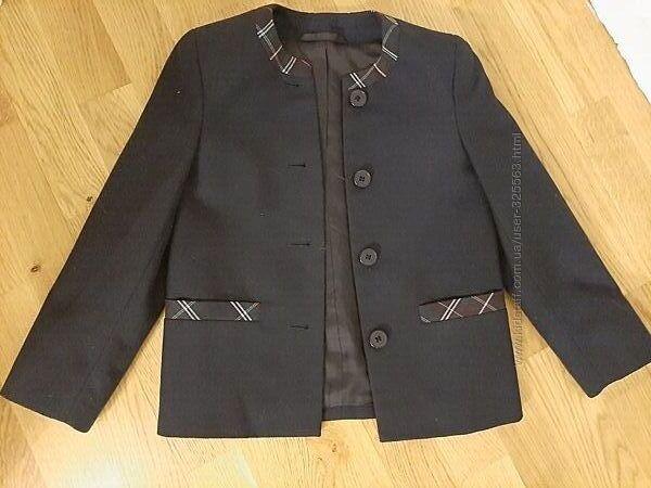 Пиджак для первокласницы , рост 116-122 см.