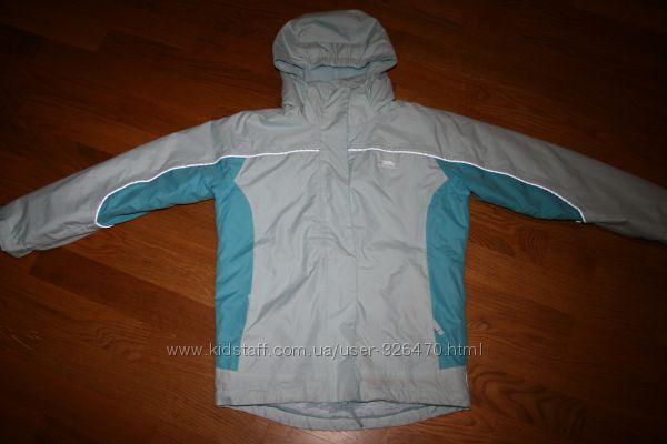 Продам  демісезонну куртку Trespass  на 9-1 років