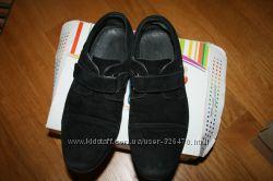 Продам туфлі на хлопчика р. 32 , натуральний замш, фото відсвічує