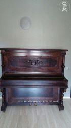 Антикварное фортепиано из красного дерева 16 в.