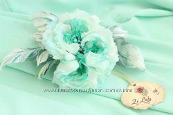 Бирюзовая роза из шелка в прическу для мятной свадьбы