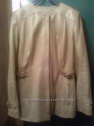 Кожаная куртка жемчужного цвета