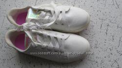 Кроссовки для девочки. H&M