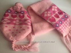 Комплектик шапочка и шарфик в идеальном состоянии