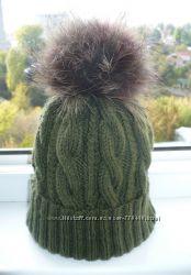 Теплые шапки с отворотом и помпоном.