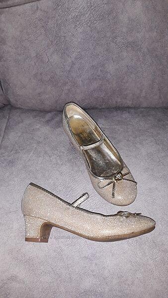Золотисті туфельки Monsoon EUR 32 в ідеальному стані та пудрові EUR 34
