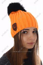 Теплая шапка Ugg с меховым бубоном