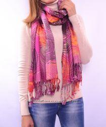Яркие шарфики с бахромой, разные расцветки. Европа