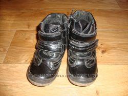 Ботинки демисезонные кожаные для мальчика 27 размер.