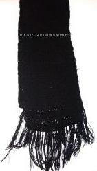 Черный шарф с ажурным красивым узором