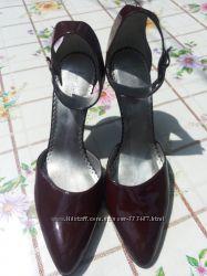 Лаковые туфли винного цвета BCBG Max Azria 38 размер