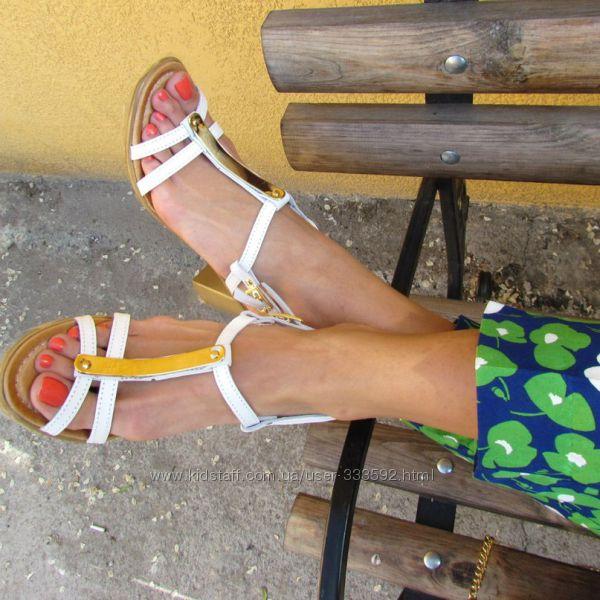 Классические кожаные белые босоножки на  устойчивом каблуке, Италия, скидка