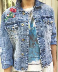 Джинсовая куртка с эффектом tie-dye, декорированная вышивкой, Италия