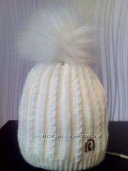 Зимние шапки с помпонами