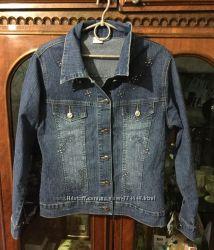 Джинсовая куртка с вышивкой М