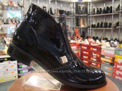 Стильные деми ботинки из лаковой кожи