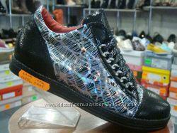 Модные молодежные слипоны на шнурках SILVANO, Польша