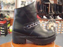 Молодежные зимние ботинки на тракторной подошве