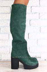 Женские замшевые сапоги-европейка на высоком устойчивом каблуке черные,