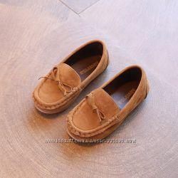 Туфлі замш і мокасіни на р31-32