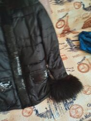 Продам теплую зимнюю куртку с натуральным мехом