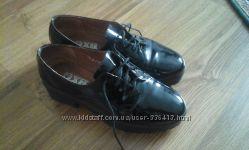 Лаковые туфли-кожа