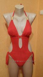Классный сдельный купальник красного цвета
