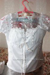 Белая летняя блуза со шнуровкой р. 46-48