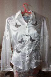 Блуза из атласса с бабочками