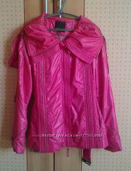 Продам красивую красную демисезонную куртку