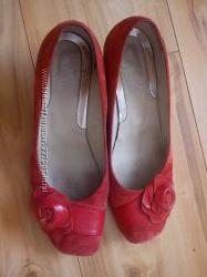 красные замшевые туфли р. 37
