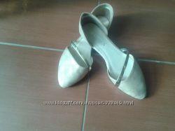 Летние туфли цвет золото
