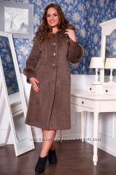 Пальто женское зимнее с капюшоном, выполненное из итальянской однотонной во
