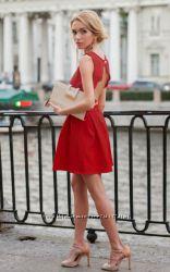 Красное короткое платье с открытой спиной