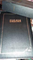 Библия в кожанном переплете. золотой срез