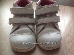 Белые ботинки на девочку