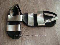 Удобные серебряные сандалии  H&M by DIVIDED. АКЦИЯ