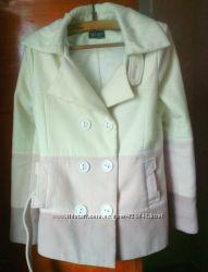 Красиве нарядне кашемірове пальто.