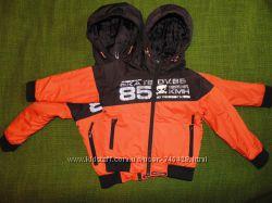 Яркая демисезонная куртка Next. Размер 5г 110-116р