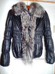 Стильная черная кожаная куртка с мехом. Размер S, M.