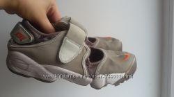 Кроссовки Nike с пальцем размер 37-38.