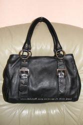 Фирменная сумка из натуральной кожи бренда MARKS & SPENCER