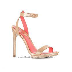 Босоножки BCBGMAXAZRIA Freesia Studded High-Heel Sandal, р-р 7US