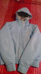 классная куртка reebok для девушки, М