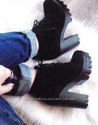 замшевые ботинки на каблуке  ботильоны