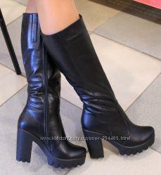 кожаные черные сапожки на каблуке европейка