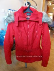 Демисезонная куртка OGGI размер М в отличном состоянии