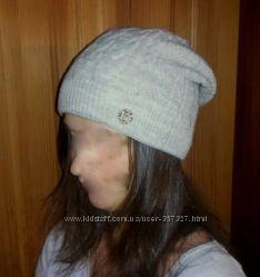 Красивая бежевая шапка