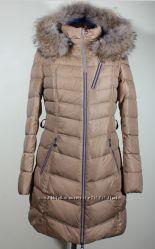 Женский пуховик-пальто Snowimage с мехом енота